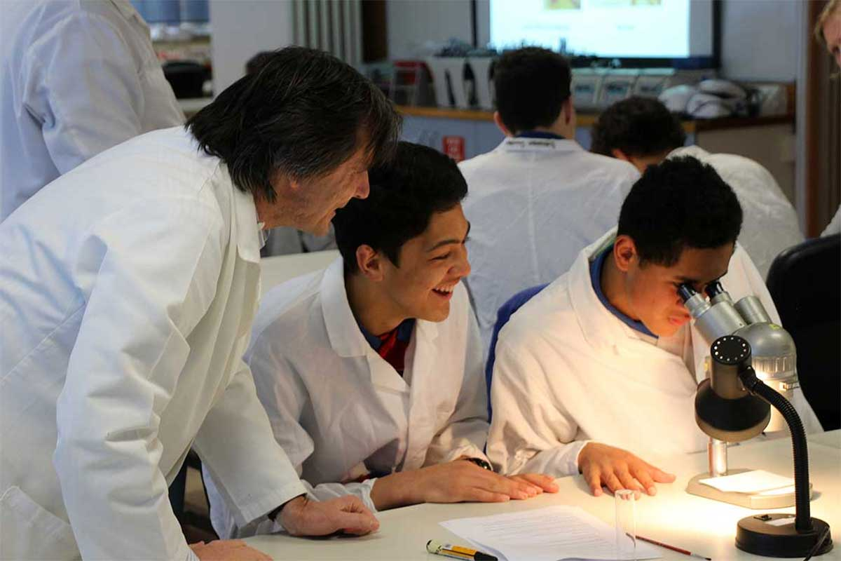 Māori school students on Massey campus laboratory