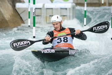 Distance study allows rapid rise for canoe champ